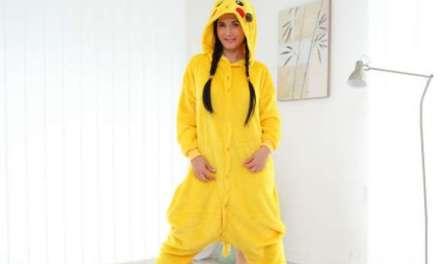 Geile tiener, verkleed als Pikachu, heeft sex