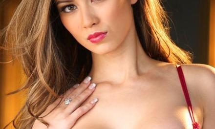 Jasmine Davis, knappe Playmate met grote borsten