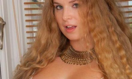 Volslanke amateur babe, Jezzabelle, geil lekker in witte lingerie
