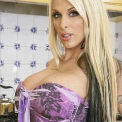 Holly Halston, een geile blonde pornomilf met grote tieten