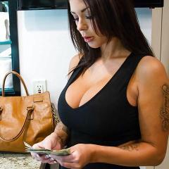 Het kost een paar centen, maar dan heb je wel geile sex met Brooke Ultra