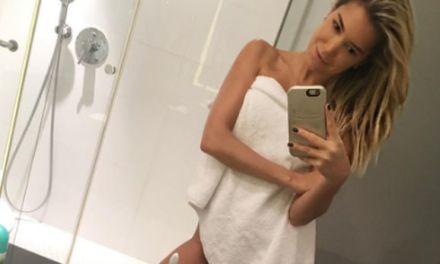Sylvie Meis, sexy in de badkamer met alleen een handdoek om