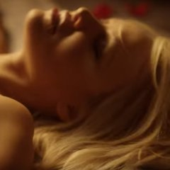 Valentijnsdag met een zeer erotische Pamela Anderson