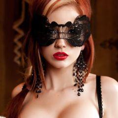 Naakte Vrouwen, van een babe met een masker tot een latex beauty