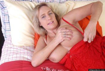 Wanda-knappere-oude-buurvrouw-met-grote-tieten-04