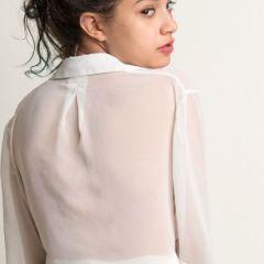 Eden Arya, knappe exotische babe, trekt al haar kleren uit