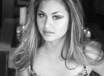 Sexy zwart wit foto's van Michelle Maylene, een geile Aziatische babe
