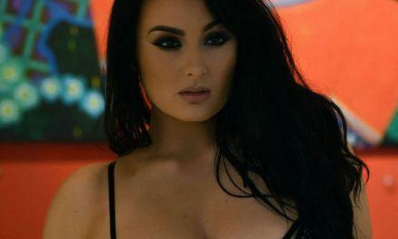 Ashleigh Gee vindt het een mooie dag om sexy lingerie aan te trekken