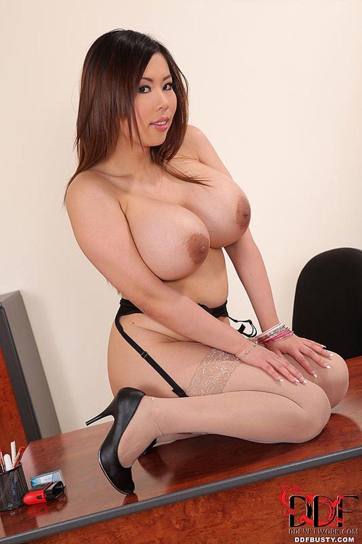 Tigerr-Benson-Aziatische-babe-met-grote-borsten-anaal-geneukt-15