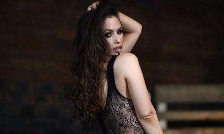 Anastasia Harris, sexy doorkijklingerie, wil je wel in je slaapkamer tegenkomen