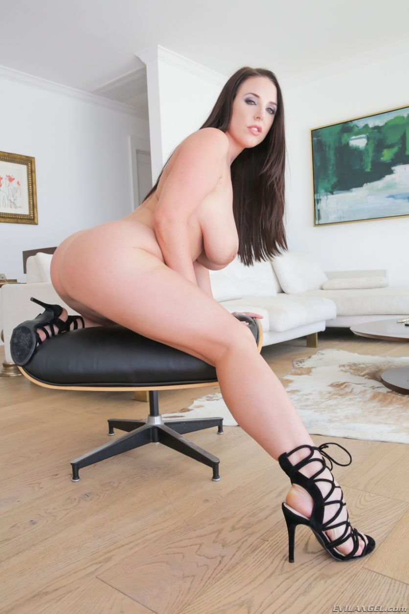 Angela-White-geile-brunette-met-grote-tieten-14