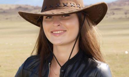 Naakte Vrouwen, van een geile cowgirl tot een hele strakke rode broek