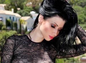 Lilly Roma, buiten in sexy doorkijklingerie
