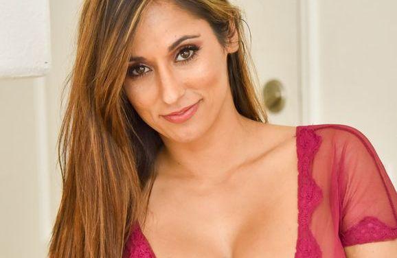 Reena, cocktails en sexy doorkijklingerie dat uitgaat