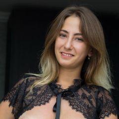 Je zal maar zo thuis opgewacht worden door je vrouw in sexy lingerie