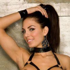 Adrianna Meehan, knappe meesteres heeft geile leren lingerie aan