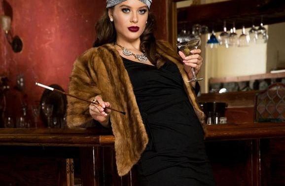 Lana Rhoades in vintage lingerie tijdens de drooglegging