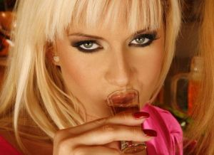 Neuken Likeur, blonde geile vrouw