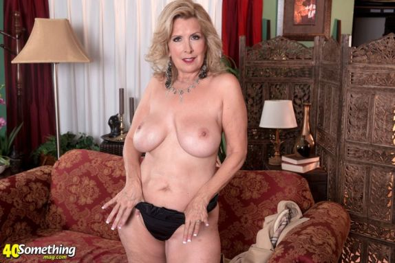 Laura-Layne-knappe-mature-babe-met-grote-borsten-11