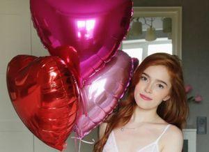 Knap, rood haar en bloot op Valentijnsdag