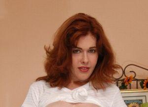 Mae Victoria, roodharige huisvrouw en moeder