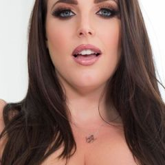 Angela White geeft de masseur een happy ending na de massage