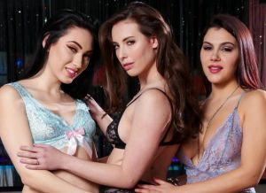 Drie geile babes in sexy lingerie