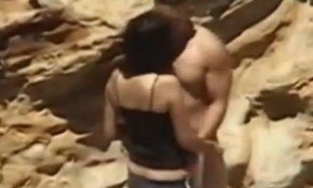 Amateur koppel heeft geile sex op het strand
