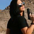 Jayden Jaymes, naakt in de woestijn met pistool
