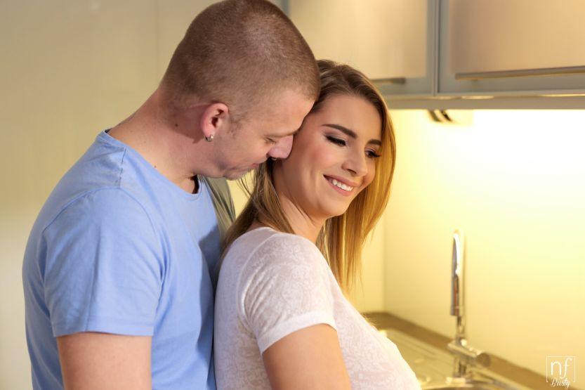 Katarina Hartlova, pijpen in de keuken, neuken in de huiskamer