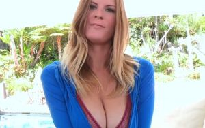 Olivia Blu geilt op sex in de achtertuin