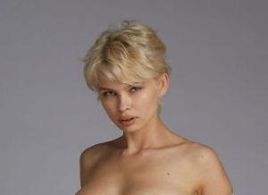 Anna Lucos, blonde schoonheid met grote borsten