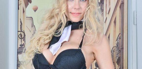 Florane Russell heeft speciaal voor haar minnaar sexy lingerie aangetrokken