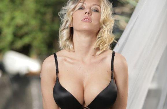 Jeanie Marie Sullivan heeft seks met haar knappe Aziatische vriendin