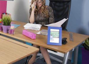 Stacey Saran, geile lerares met grote tieten