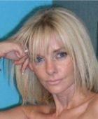 Knappe vrouw, 47 jaar en topless, is verlegen, zkt de juiste man