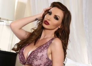 Nikki Benz is lekker in sexy lingerie