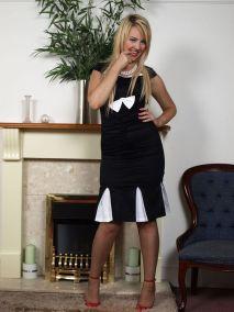 Katie-Kay-in-zwarte-vintage-lingerie-01