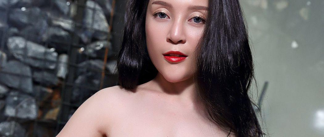 Katrina Moreno, lekkere geile Latina doet een sexy striptease