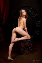 erotische-fotoshoot-met-de-mooie-Clarice-in-de-hoofdrol-003