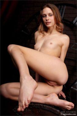 erotische-fotoshoot-met-de-mooie-Clarice-in-de-hoofdrol-011