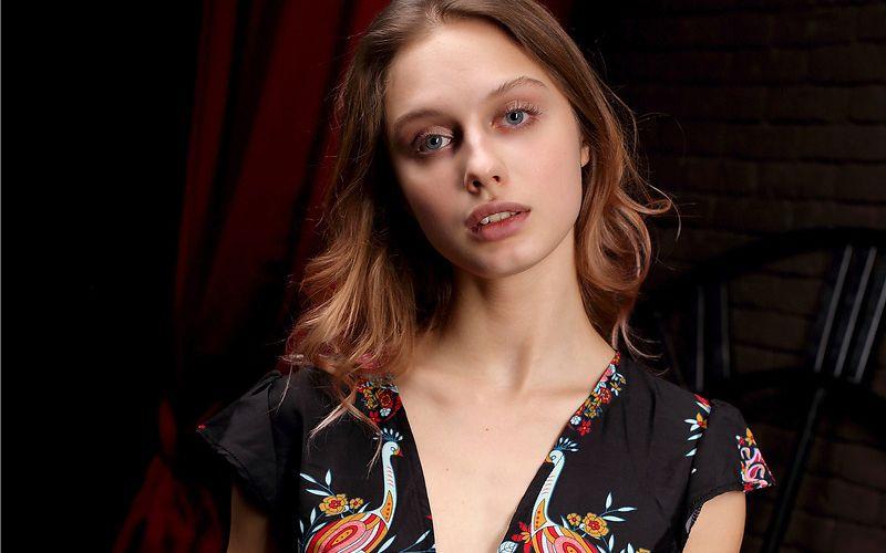 Een erotische fotoshoot met de mooie Clarice in de hoofdrol