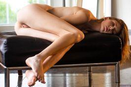 sexy-blouse-en-een-strakke-spijkerbroek-Lena-Anderson-0016