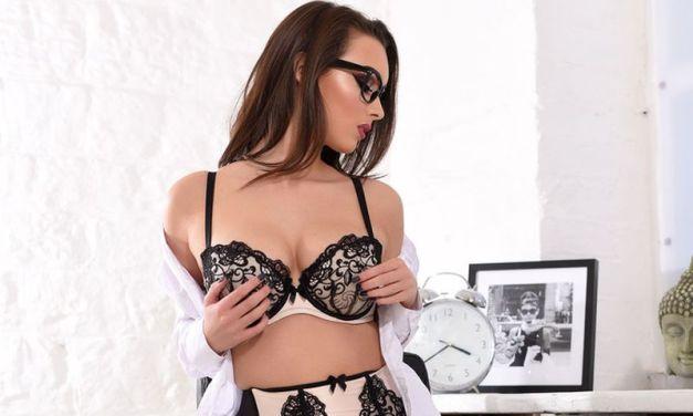 Naakte Vrouwen, van een hete secretaresse tot witte kanten lingerie