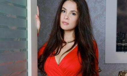 Babes bij de Buren, van een strakke rode jurk tot een upskirt verzameling