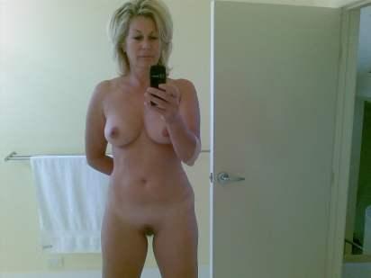 Selfie van een mooie rijpe vrouw