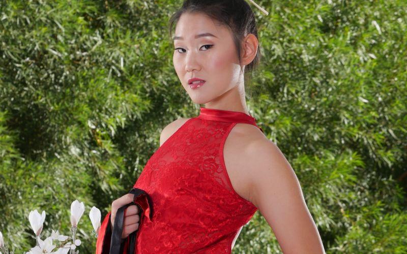Knappe Aziatische escort vrouw zorgt voor onvergetelijke erotische sex