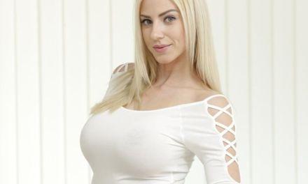Een liefdes- sexvakantie voor de geile Nathaly Cherie