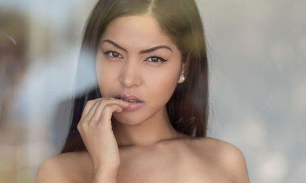 Wakker worden met Chloe Rose, een knappe Aziatische vrouw