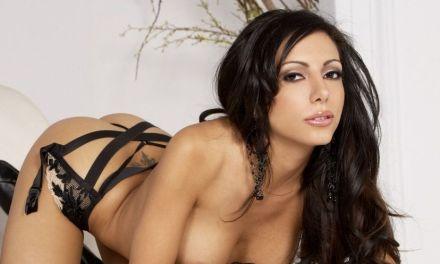 Lela Star, lekkere Latina met een prachtig figuur, heeft sex met haar masseur